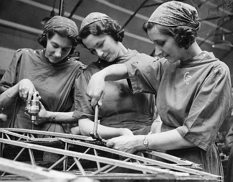766px-Women's_Factory_War_work_at_Slough_Training_Centre%2C_England%2C_UK%2C_1941_D3627
